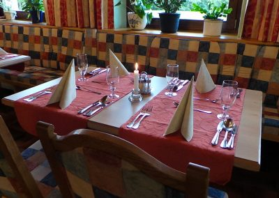 Tisch für 4 Personen in Buffet Nähe